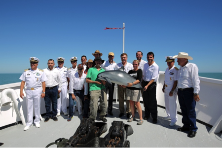 Dignitaries at the launch of Expedición Internacional Vaquita 2015 with Chief Scientists Drs. Lorenzo Rojas-Bracho and Barbara Taylor and mascot Vicki the Vaquita (loaned by Tom Jefferson, photo by Todd Pusser).